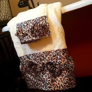 Decorative leopard print towels